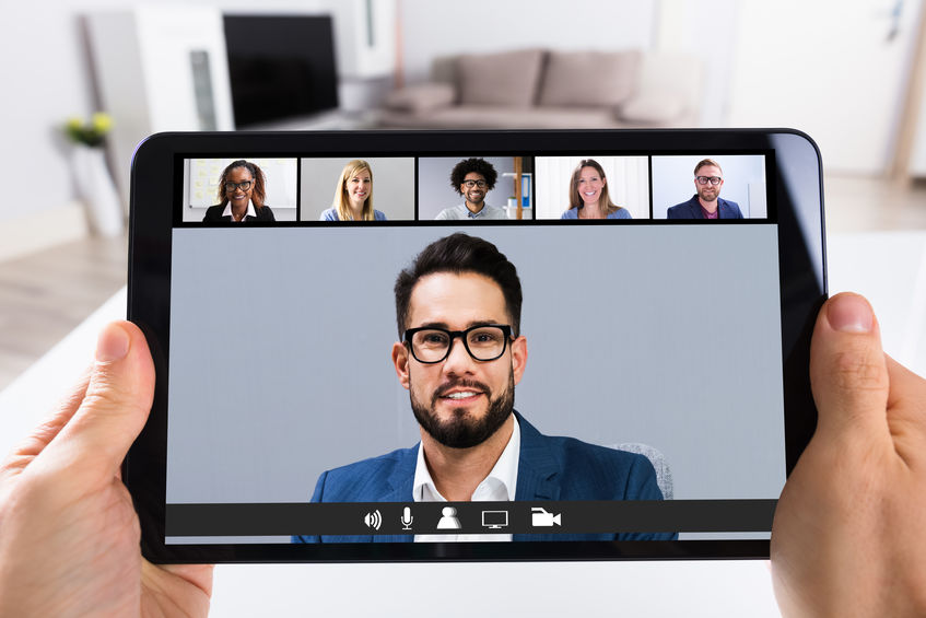 5 Easy Power Poses to Make Yourself More Confident During Remote Meetings